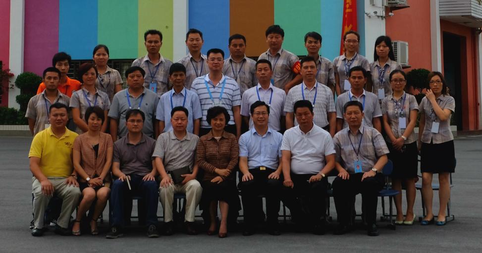 深圳市教育局督导室金依俚主任、新区教科研中心段先清主任来校检查工作。